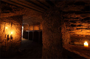 Underground Vaults and Graveyard Ghost Tour in Edinburgh