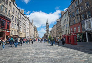 Private Walking Tour of Edinburgh Castle, Old Town and Greyfriars