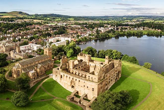 The Outlander, Palaces and Jacobites Day Tour from Edinburgh - Alnwick Castle